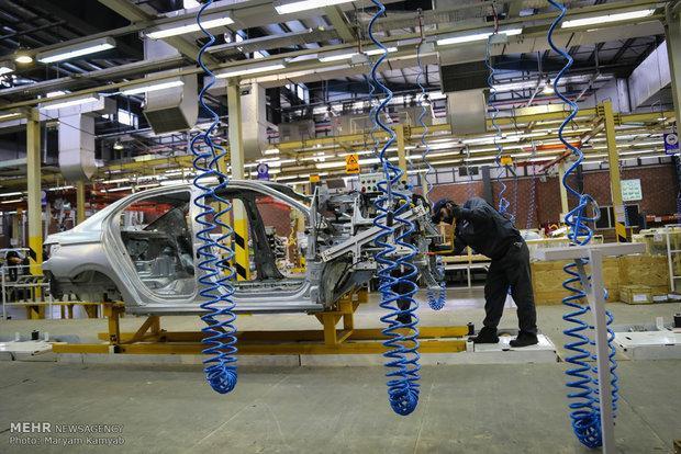خودروسازان داخلی عرضه خودرو را به بازار متوقف کردند