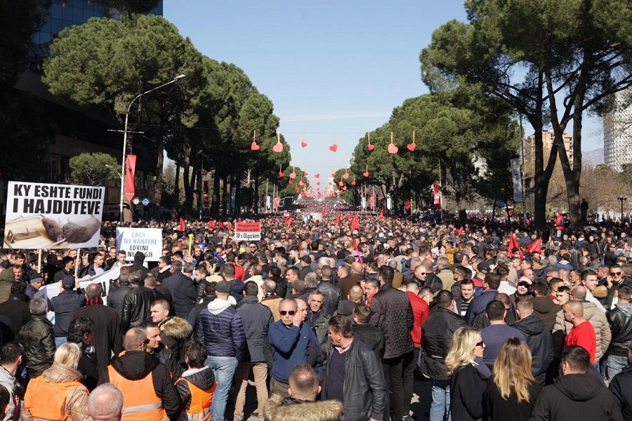 معترضان آلبانیایی خواهان استعفای دولت شدند