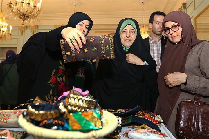 دومین رویداد دست دوزها و زیور ایرانی در مجموعه نیاوران افتتاح شد