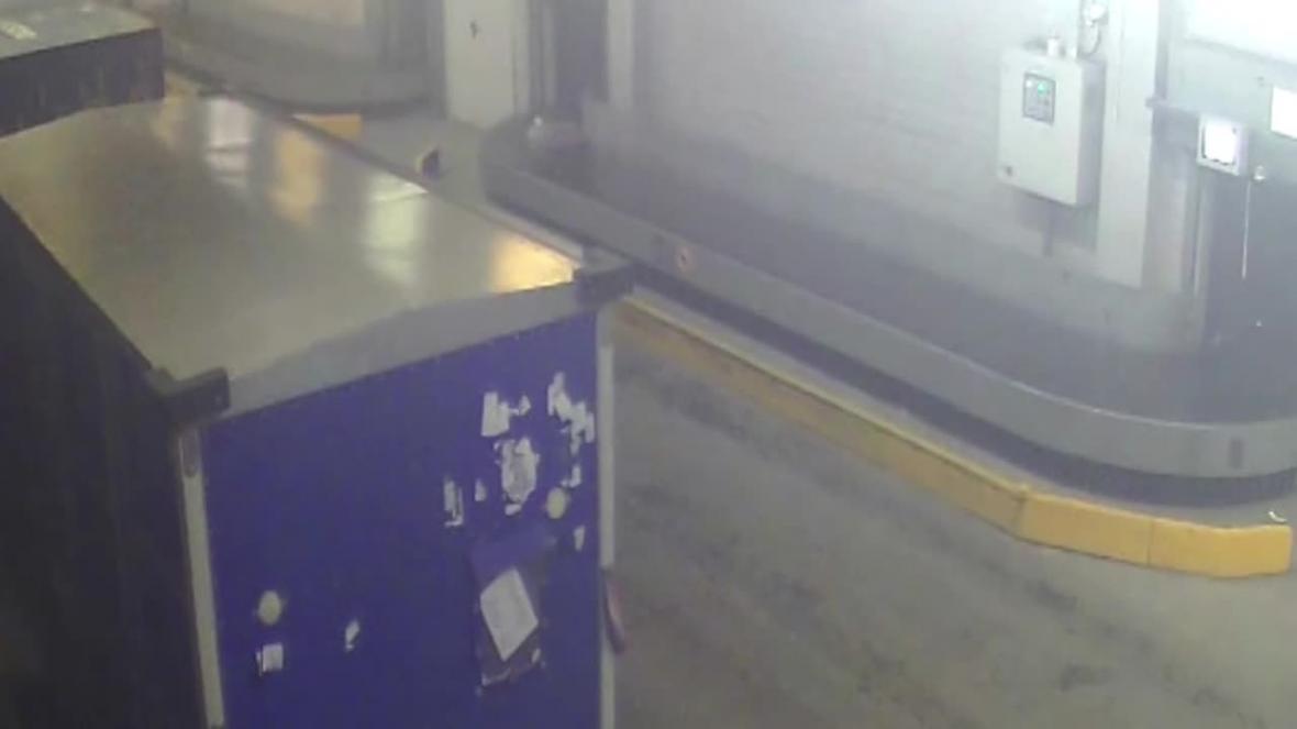 کار عجیب مسافر در فرودگاه برای جلوگیری از اتلاف وقت