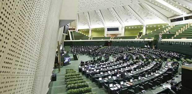 زمان دادگاه دو نماینده مجلس ، عزیزی: باز هم در جلسات علنی مجلس شرکت می کنم