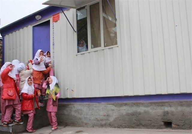 استفاده از کانکس به جای مدرسه در مناطق سیل زده پلدختر