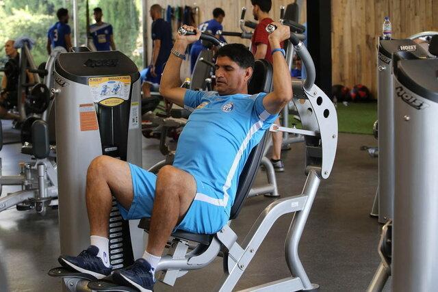 غلامپور: شادی هایم بعد از گل عادت شده است، در جریان مسائل شخصی بازیکنان نیستم