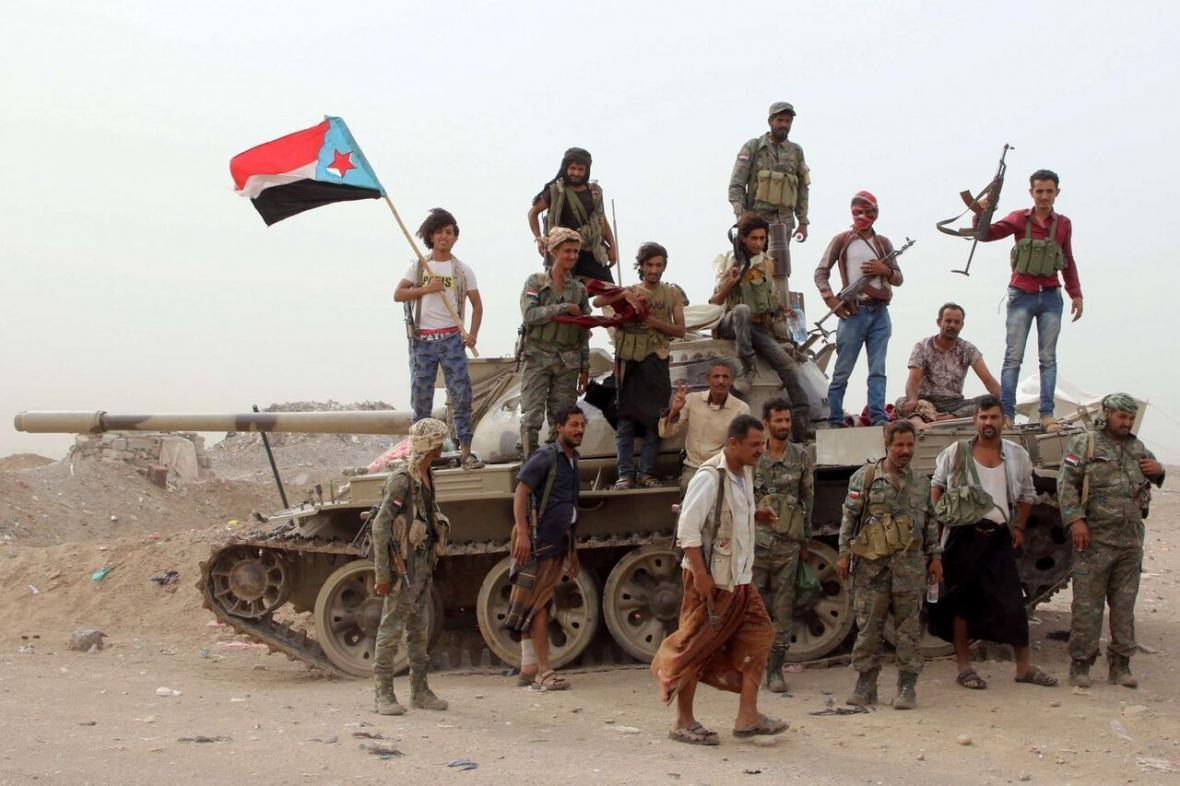 خبرنگاران شورای انتقالی جنوب یمن: جنگ با نیروهای وابسته به سعودی نزدیک است