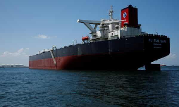 خبرنگاران گاردین: 160 میلیون بشکه نفت خام در تانکرها ذخیره شده است