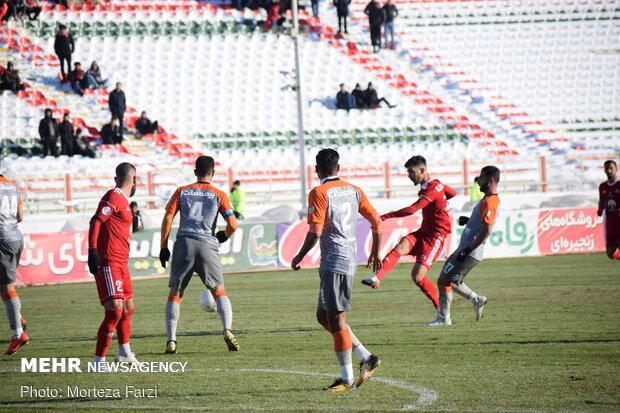 انتقاد یک نماینده هوادار تراکتور از آغاز لیگ برتر فوتبال