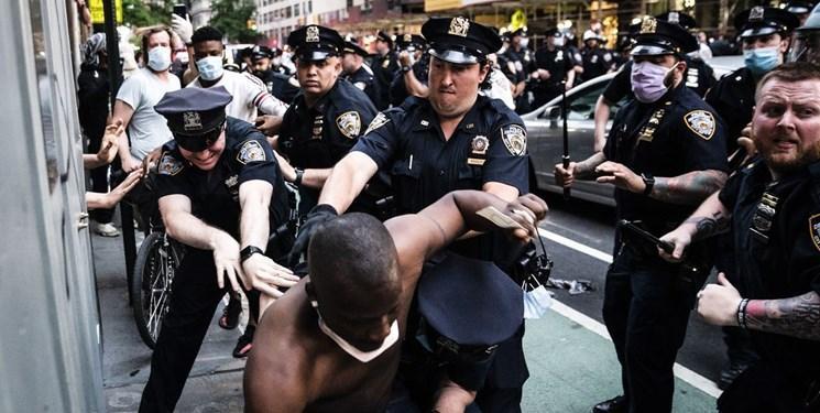فیلم، حمله پلیس ویرجینیا با اسلحه شوکر به مرد سیاهپوست