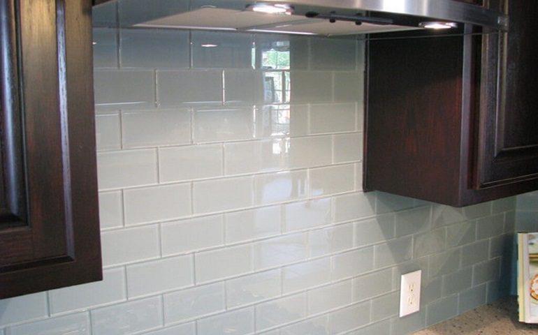 کاشی شیشه ای، بهترین پوشش برای دیوار آشپزخانه