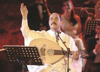 خواننده تونسی مقابل پوتین اجرا می کند