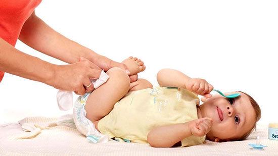بهترین روش تعویض لباس نوزاد